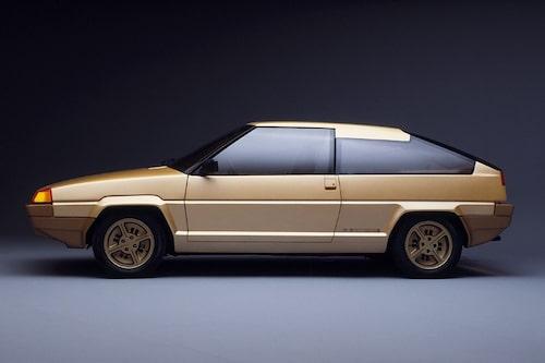 10 augusti. Fiat köper Bertone.
