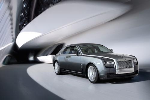 6 september. Rolls-Royce presenterar Ghost, deras nya mindre modell som ska göra märket mer tillgängligt för gemene man. 5,4 meter lång och 2,3 miljoner i grundpris kanske ändå är i starkaste laget…?!