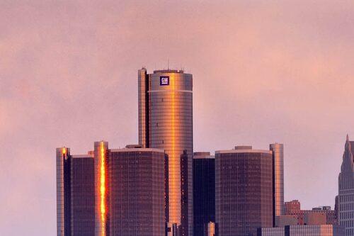 8 april. GM förbereder sig för konkurs.