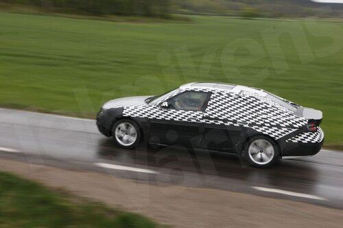 6 maj. Teknikens Värld är en av få på plats för att få provköra nya Saab 9-5, fortfarande inte avklädd alla döljande plastsjok. Bilen imponerar.