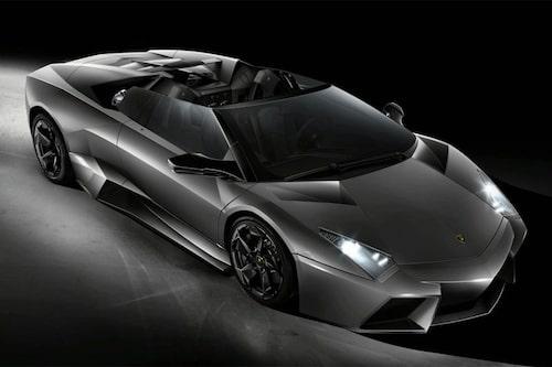 15 september. En mäktigt snabb öppen bil gör entré – Lamborghini Reventón Roadster. Vad sägs om 670 hästkrafter och 0-100 km/h på 3,4 sekunder?