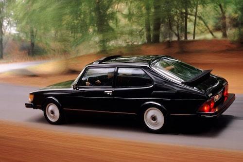 26 november. Trots Koenigseggs Groups avhopp från Saab-affären visar det sig att Saab har en chans till överlevnad då uppgifter kommer fram om att tidigare intressenter hört av sig till GM.