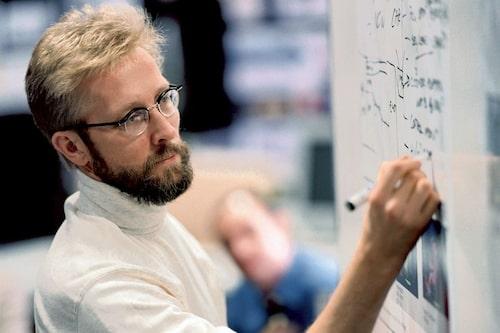 3 februari. Chris Bangle, chefsdesigner hos BMW, slutar. Hans ersättare är Adrian van Hooydonk.