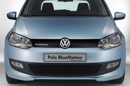 3 mars. Vid sidan om nya Volkswagen Polo visas också nya Polo BlueMotion som nöjer sig med 0,33 liter per mil och 87 gram per kilometer. Riktigt så het blev inte den Polo BlueMotion som står i bilhallarna i dag – den släpper ut hela 2 gram mer per kilometer.