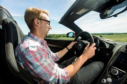 Bättre än så här kan man inte ha det på fyra hjul. Alla borde få möjlighet att uppleva en bil som McLaren 650S.