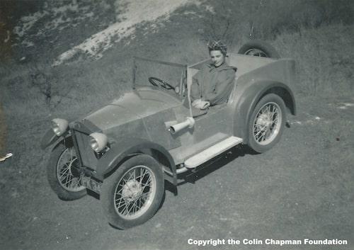 Lotus Mk I och Hazel, Colins flickvän och senare även fru.