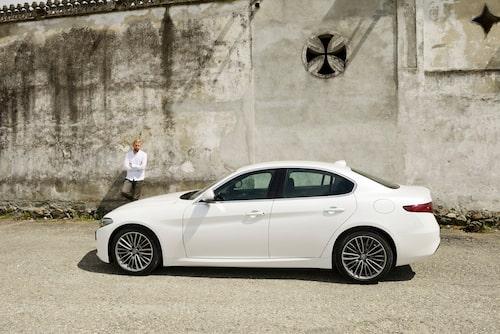 Giulia är Alfa Romeos första bakhjulsdrivna volymmodell på många år. 2,2-litersdieseln finns med effektuttag på 150 och 180 hästkrafter.