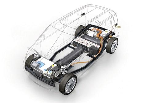 Elmotor och batteripack bak, bränslecell fram. Mellan dessa är vätgastankarna placerade under golvet.