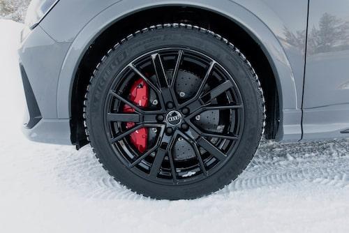 Audi RS Q3 finns med keramiska bromsskivor fram. Ett effektivt sätt att kasta bort 56 500 kronor.