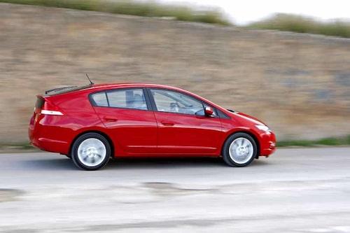 Insight är trevlig att köra, precis som de flesta Hondamodeller. Designen knyter an till bränslecellsbilen FCX Clarity, men nog påminner den också om värsta konkurrenten Toyota Prius.
