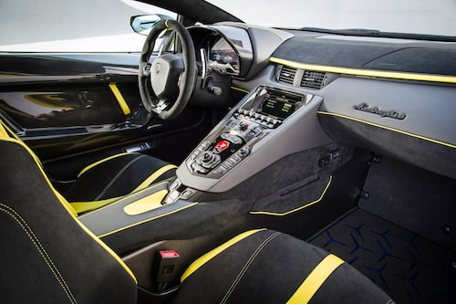 Det märks att Aventador börjar bli till åren kommen. Ingen optimal körställning.
