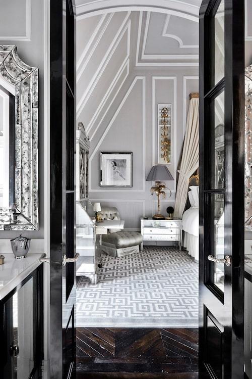 Parets master bedroom är pampigare.
