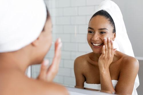 Under vintern är det toppen om du använder produkter som ger extra fukt, både i ansiktet och på kroppen.