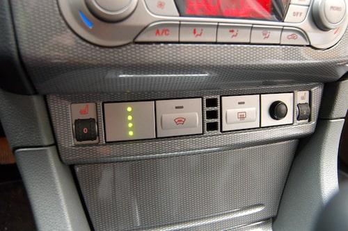 Instrumenten har kompletterats med en gastanksindikator. LED-lamporna visar hur mycket gas det är kvar. Med knappen till höger kan man växla mellan gas- och bensindrift.