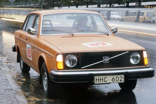 35 gånger testade vi Volvo 240 i Teknikens Värld. Här en 244 DL av 1975 års modell.
