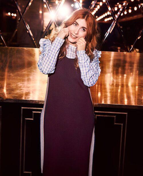 Le för kameran! Klänning från Lindex, blus från H&M.