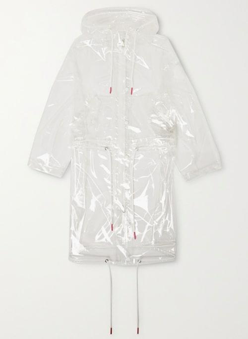 Genomskinlig regnjacka från Moncler i transparent material. Klicka på bilden och kom direkt till produkten.