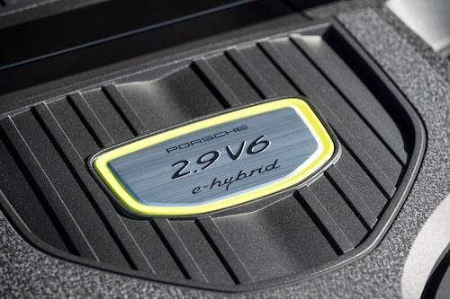 Bensinmotorn med 330 hästkrafter är nyutvecklad för nya Panamera.