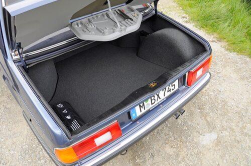 BMW:s inbyggda verktygsfack gladde biltestare när det debuterade i 5-serien 1972. Men vem har tagit alla skruvmejslar och tänger i 745:an?