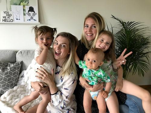 Caroline och Josephine med alla barnen.