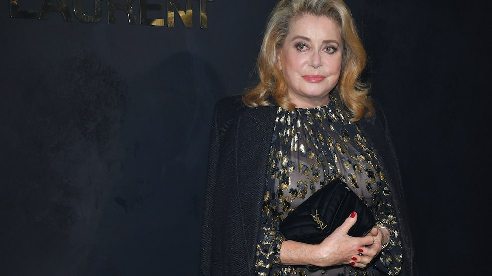 Catherine Deneuve på Saint Laurents visning i Paris.