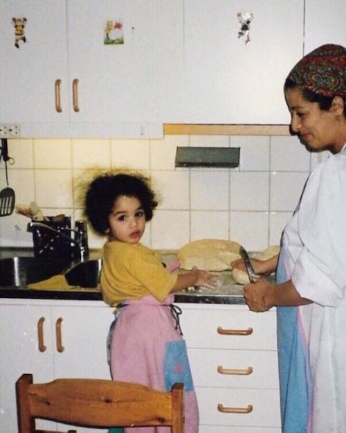 Att hjälpa mamma i köket har varit en viktig grogrund för Camillas intresse.