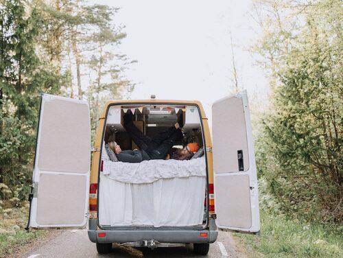 Isabel och Carl Waite i sin van.
