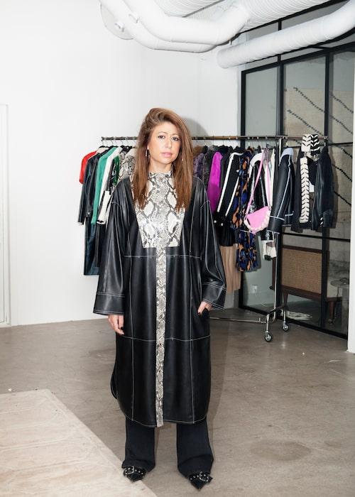 Nellie Kamras från Stand Studio i läderplagg av egen design.
