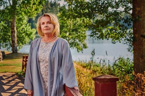Marie Göranzon som Louise Lööf i Bröllop, begravning och dop.