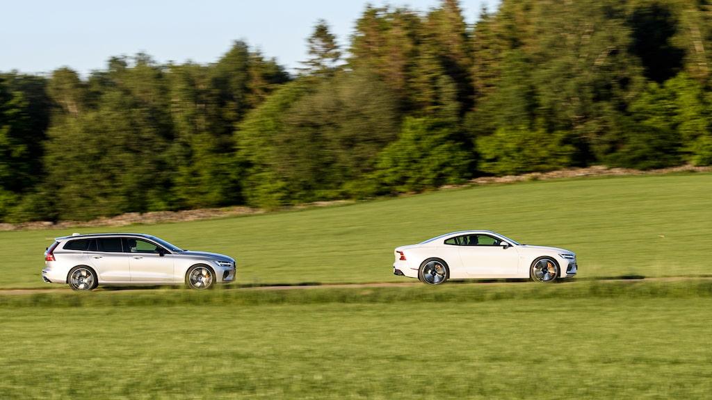 Vit, grå, svart eller mörkblå. Andra färger går inte att få på Polestar-bilarna.