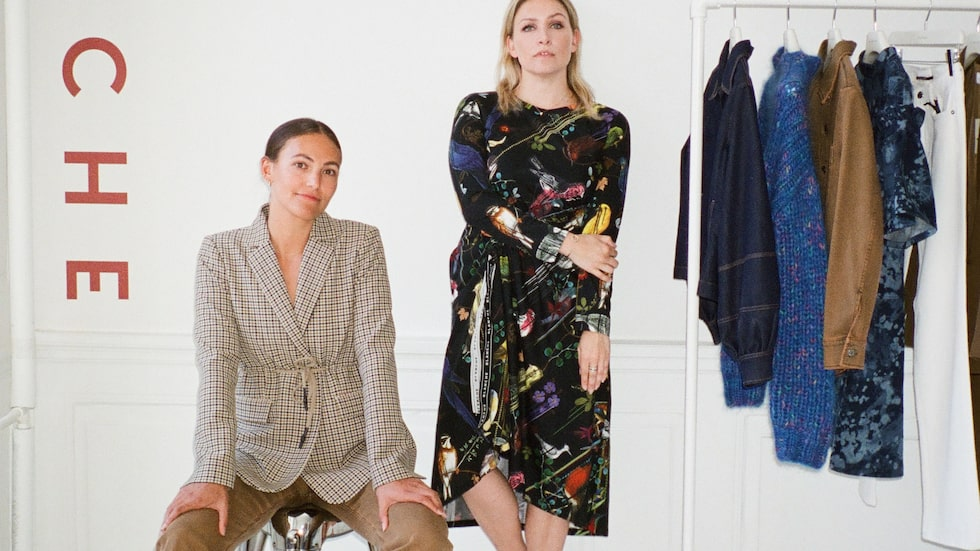 Melissa: Kavaj av ull, 4499kr, och jeans av bomull, 1970kr, båda Blanche. Mette: Klänning av bomull, 2100kr, Blanche.