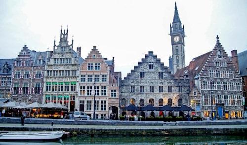Ståtliga kyrktorn och pampiga gamla hus finns det gott om i centrala Gent.
