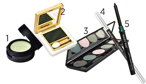 1 Ögonskugga som kan användas våt eller torr. Make Up Store Cybershadow i nyansen Paradise, 140 kr. 2 Estée Lauder Pure color gelée powder eye shadow i nyansen Cyber green, 290 kr.  3 Ögonskuggepalett, Nvey eco, 525 kr.  4 Clarins Eye pencil i nyansen 05 Khaki, 170 kr. 5 Mary Kay Eyeliner i nyansen Rich jade, 189 kr.