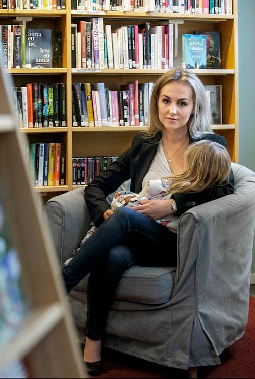 När Mirandas dotter var i ettårsåldern så började omgivningen fråga om det inte var dags att sluta amma.