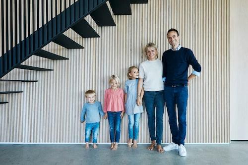 Familjen Egelund stortrivs i sitt glashus. Från vänster Otto, Karla, Mie, Heidi och Kasper.