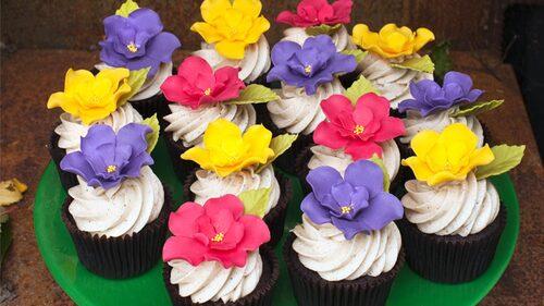 Chokladcupcakes som inte bara är goda utan också ser fina ut på bordet