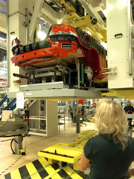 Volvo C70 sätts ihop i Uddevalla-fabriken som ägs till 60 procent av Pininfarina och 40 procent av Volvo.