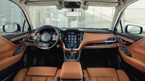 Och så här ser nya Legacy ut på insidan. Som sagt, instrumentbrädans centrala delar påminner en hel del om hur det ser ut i exempelvis Volvo XC60.
