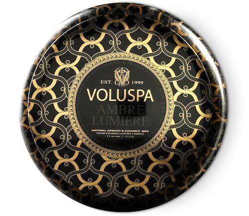 Doftljus från Voluspa med två vekar. Klicka på bilden och kom direkt till produkten.