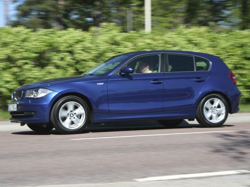 BMW 118d skjuter nära miljömålet 120 gram koldioxid per kilometer men vänta till septemberproduktionen, då kryper bilen även under.