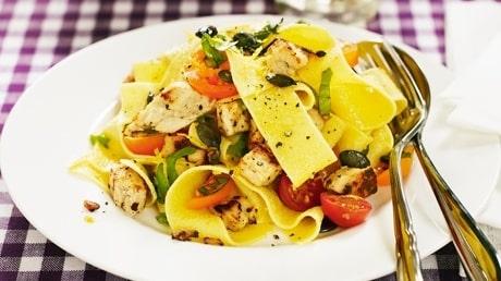 Recept på pasta med quorn och rostade pumpakärnor.
