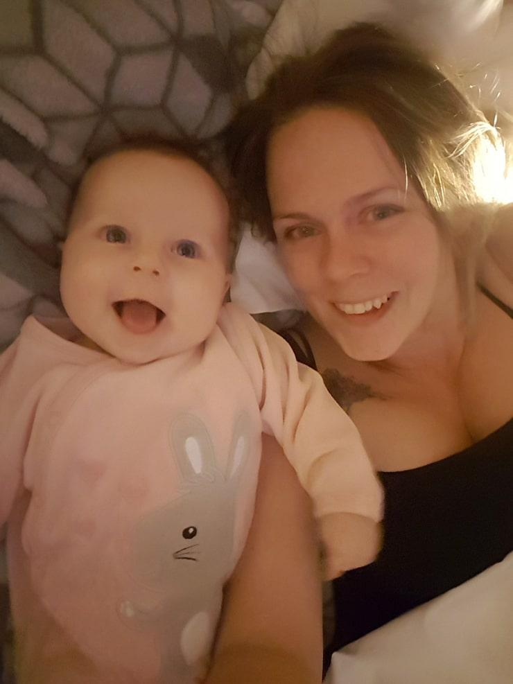 Marielle med dottern Rakel, idag 5 månader.