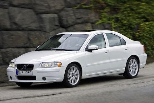 Tyvärr finns det inga bilder på S60 årsmodell 2009 i färgen Sapphire Black. Vi får nöja oss med vitt i stället.