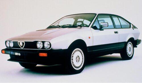 Det är kanske framför allt så här man minns Alfa Romeo GTV. Missa inte hela historien om den smått ikoniska modellen via länken längst ned i artikeln.
