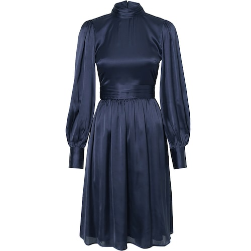 Satinklänning i marinblått från Nly Trend.