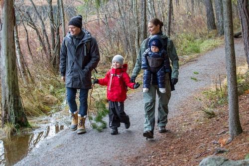 Kronprinsessfamiljen på vandring i Tyresta nationalpark, 2016.