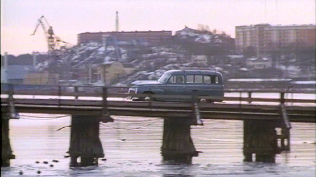 Den ljusblå Duetten på bron från Beckholmen.