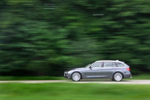 BMW väntar med att lansera ett miljöalternativ till efter nyår i väntan på nya regler.