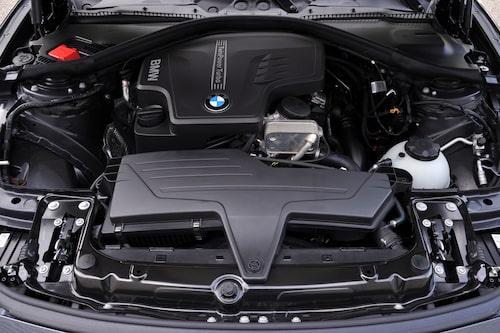 Introduktionsmodellerna består av en bensinmotor (328i) samt två dieslar (320d och 330d).