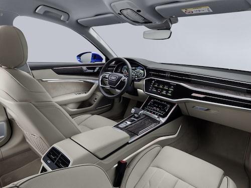 Många skärmar. Tre stycken närmare bestämt. MMI-systemet kan fås med upp till 10,1 tum stor skärm på instrumentbrädan. Den ingår i MMI Navigation Plus-paketet som även inkluderar Audi Virtual Cockpit.